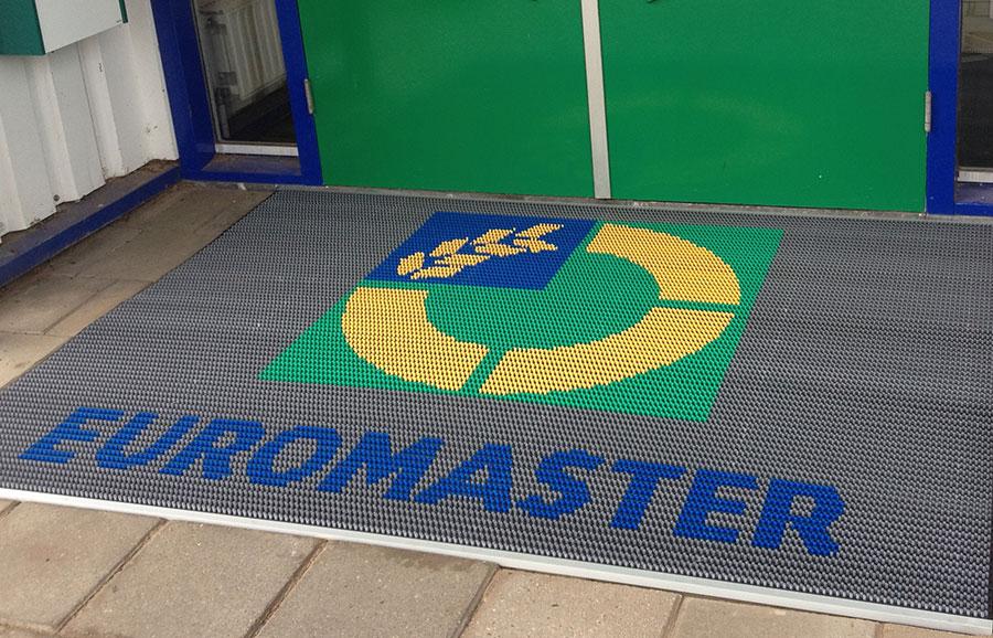 Borstelmat op maat van Euromaster verzonken / in een put geplaatst