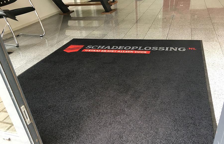 De deurmat van topkwaliteit ligt bij de Schadeoplossing Nederland