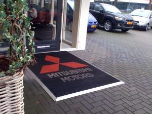 Borstelmat met logo voor Mitsubishi Motors