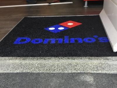 Logomat pro voor Domino's Almelo