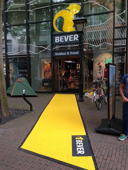 Gele loper van Bever winkel