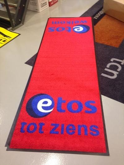 Rode loper voor Etos winkel
